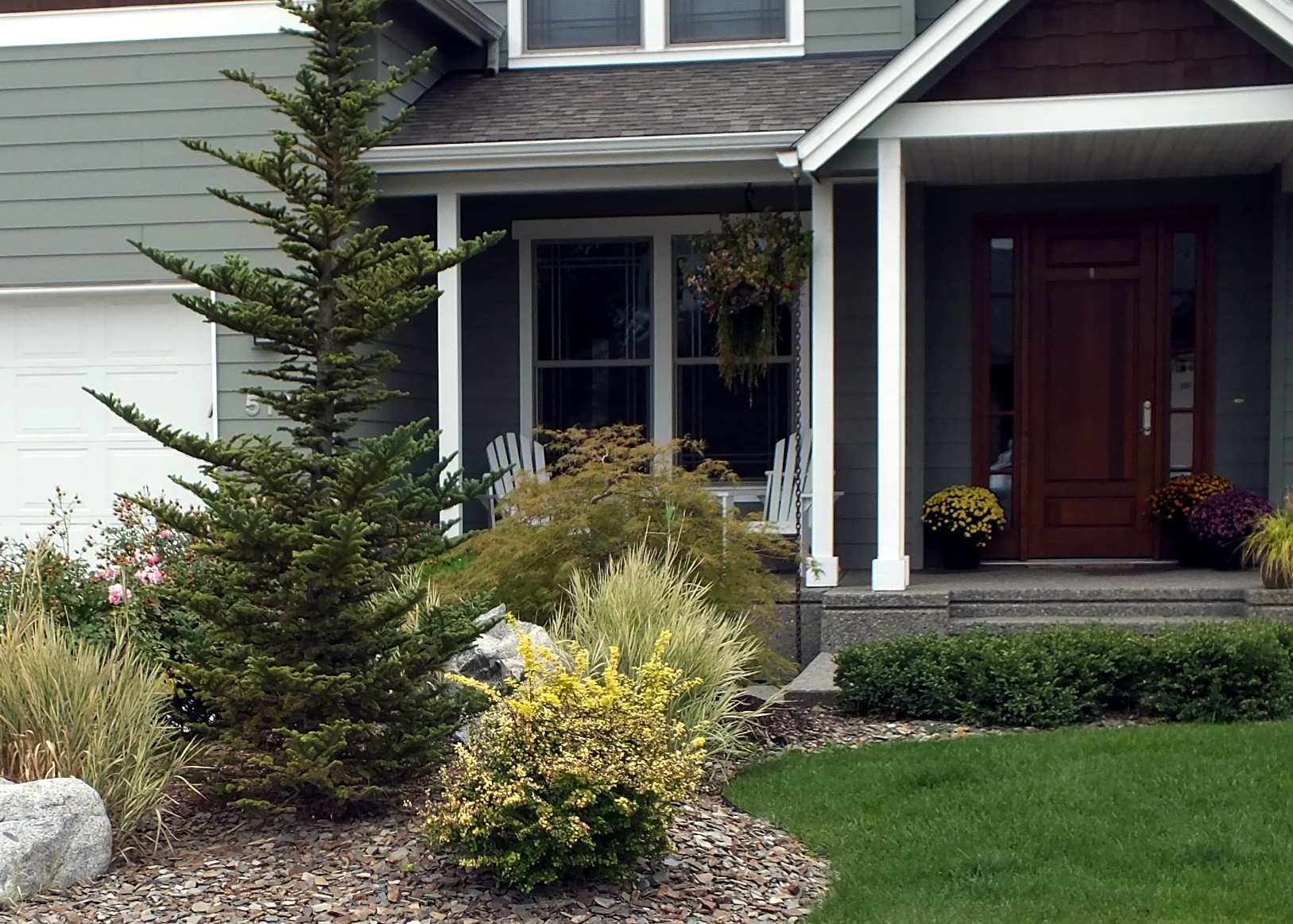100 landscaping supplies howell mi beauchamp lawn care for Cost to landscape front yard